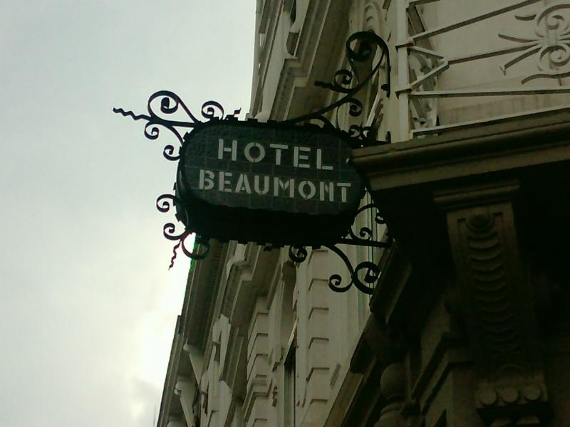 Famielje Beaumont hat e eje hotel